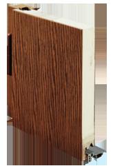 Coupe d'une porte d'entrée en matériau composite