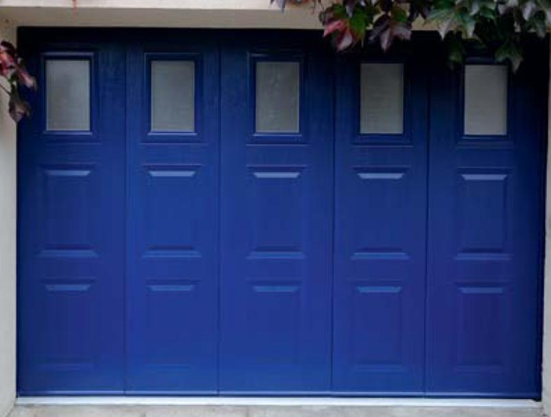 Porte de garage en acier bleu